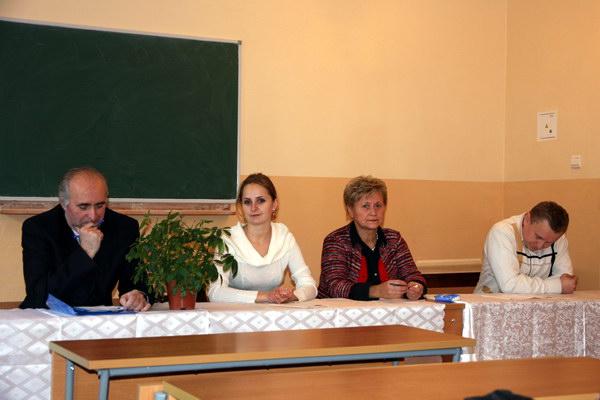 гості круглого столу - зліва направо: Василь Марущак, Ірина Вайвала, Галина Озимок, Михайло Гонський