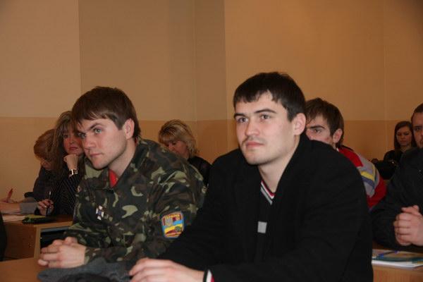 учасники круглого столу - студенти факультету менеджменту