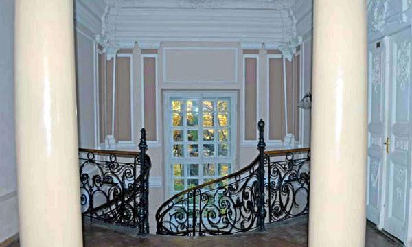 Будинок факультету, що розташований у мальовничому Стрийському парку, визначається чудовою архітектурою