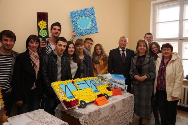 Учасники та гості свята - студенти і викладачі факультету менеджменту