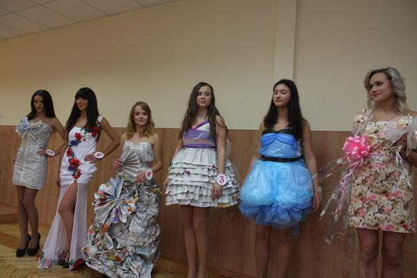 Учасниці конкурсу показали, як одягатися в умовах кризи