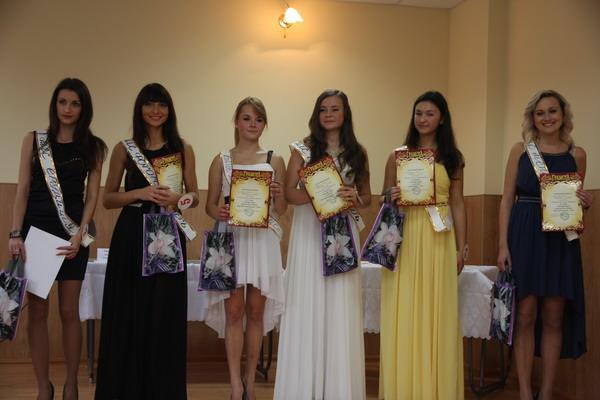 Учасниці конкурсу краси з нагородами