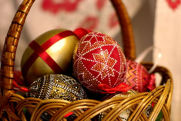 Вітаємо з Великоднем!